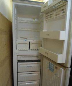 Холодильник работает, но не морозит
